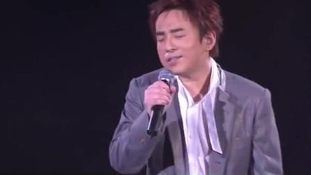 吕方深情演唱《泪的小雨》极具感染力的歌声,难忘的经典老歌!
