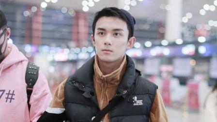 现场:吴磊机场惊现男友视角 眼神霸气倔强嘴角超A