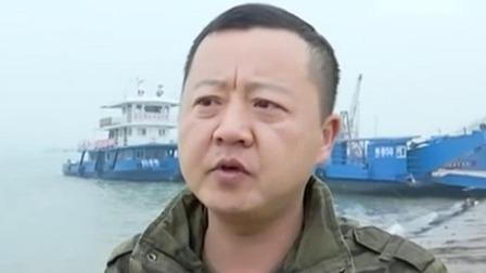 超级新闻场 2019 湖北荆州:汽车滑落江中 众人合力救援