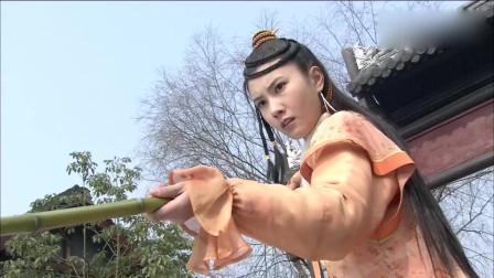 江湖俏佳人:美女去钓鱼,结果钓上来的东西太奇葩,美女尴尬了