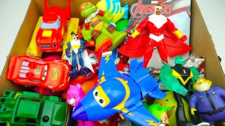 玩具盒子之卡通小汽车汪汪队玩偶展示
