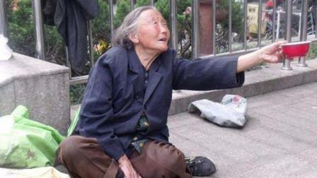 儿子参军抗日离家16年,当上司令员后返乡,竟发现母亲在沿街乞讨