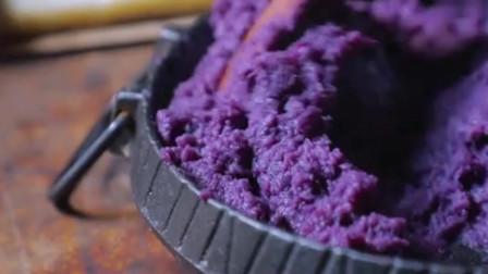 李子柒:豆浆加紫薯米糕,这顿早餐不错哦!