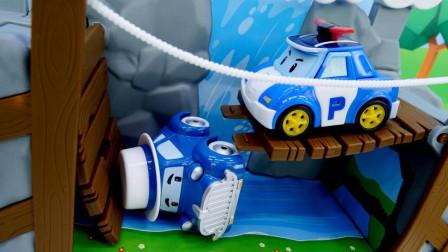萌宝卡通玩具:变形警车珀利把谁推桥下了!为何罗伊安巴无动于衷