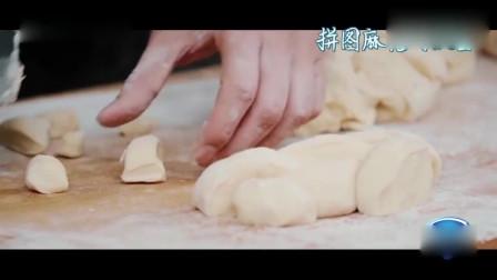 """一路成年:小绵羊徐锦江自创按图捏麻花,遭儿子徐菲无情吐槽""""这不是麻花,这是面包"""""""