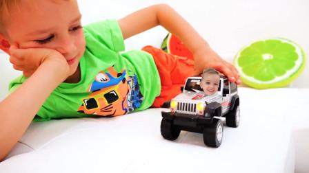 越看越有趣!萌娃小正太用魔法把弟弟变到玩具小汽车里面了,小家伙们真是调皮啊!