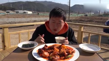 韩国小伙自己一个人吃一锅鸡,太满足了