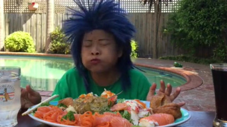 泰国大妈吃寿司拼盘,芥末太多了那个刺激,头发是亮点