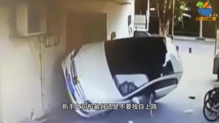 要看轿车就要侧翻,女司机竟然用手去撑,网友:勇气可嘉!