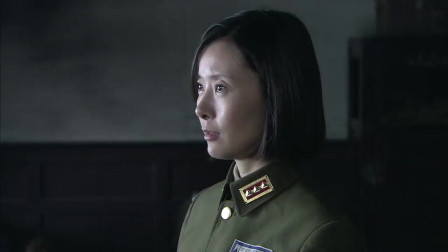 孤军英雄:士兵想看长官电报,谁知发报员不让,士兵的反应逗了