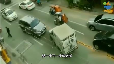 小货车作死逆行,谁知碰上三菱老司机,这下看你还嘚瑟不!