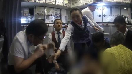 医生张红用嘴为乘客导尿:这是医生的本职工作 也是医生的本能