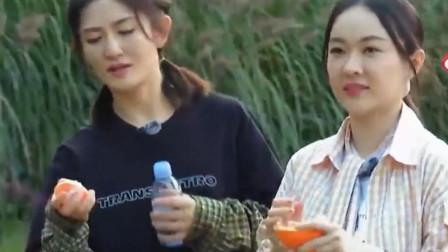 霍思燕大口吃橘子,谁注意她把橘核吐哪里?网友:素质装不出来