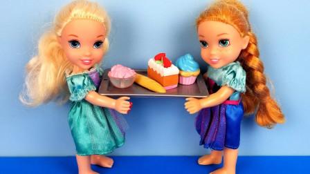 玩偶们在冰激凌店吃冰激凌