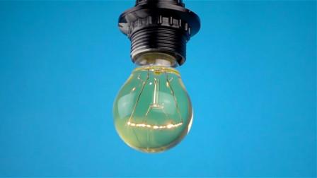 灯泡里灌满食用油会怎么样?老外亲测,通电之后尴尬了