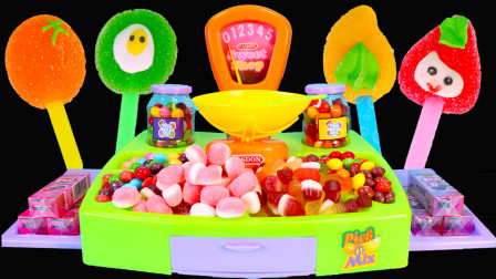 百变校巴车的糖果储存机玩具 各种口味糖果棒棒糖、夹心软糖和彩虹豆