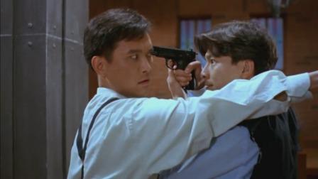 真假威龙:刘德华电影最帅一个场面,摇头躲子弹,太帅气了