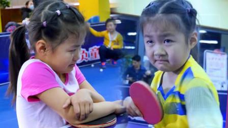 5岁女孩神似福原爱,练习乒乓球被训哭,含泪坦言:我能坚持