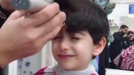 """男童去理发,被剪成""""迷你谢广坤"""",网友:长得帅啥发型都好看!"""