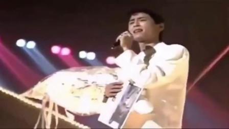 1989年的王杰,最巅峰时期唱的这首经典歌曲,真的是无人能超越