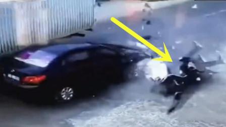 男子偷完车着急逃跑,结果被撞飞!太解气了!