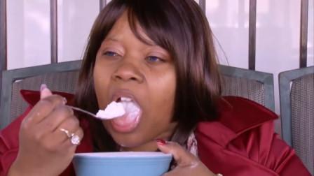 外国美女吃洗衣粉如吃糖,一天不吃就难受,如今变成这样