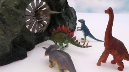 看神奇的魔术洞穴变出哪些奇怪的玩具恐龙吧.mp4