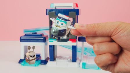 超级飞侠 包警长的警察局过家家玩具