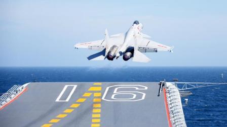 7年前歼15成功起降辽宁舰,如今国产航母搭载歼15,穿越台湾海峡