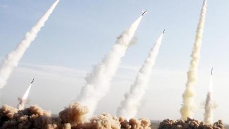 美航母闯进波斯湾,伊朗紧急发射数枚导弹,军人上街挫败美国阴谋