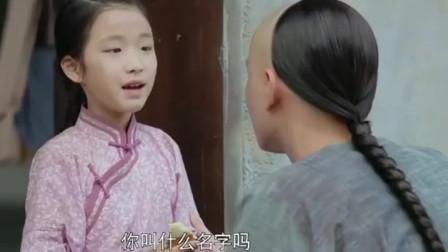 小女孩分半张饼给乞丐,没想到竟遇到皇帝,女孩直接走运了!