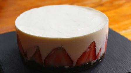 【酸奶慕斯蛋糕】教你在家用酸奶做蛋糕,酸甜可口,甜而不腻