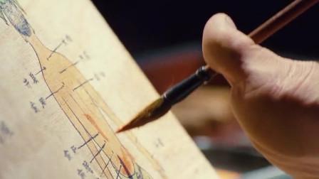 神医华佗不是一般人,双手被绑还能用脚作画,这个模特太逗了!