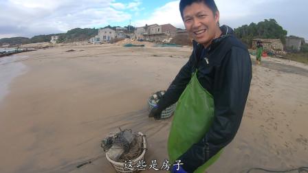 阿铁展示赶海新方法,在海里放了100个罐头,原来抓章鱼这么简单