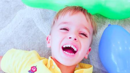 调皮正太:萌娃们把家里布满了气球障碍,这可愁坏老妈了,只能和萌娃们爬过这些障碍了!