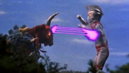 牛魔降临地球,踩死无数人类,牛角直插奥特曼能量灯!