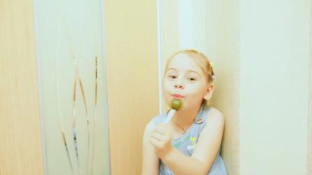 机智萝莉:为了吃到那美妙的水果,小萝莉真是开动脑筋想到一个绝技,这招调虎离山用的真是好啊!