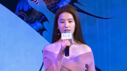 刘亦菲与好友看《冰雪奇缘2》 晒合影素颜被赞仙女