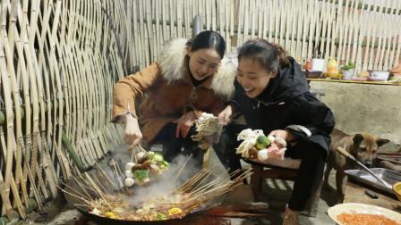 秋妹今天和姐姐做火锅串串,一把一把拿这吃,又香又辣,真过瘾