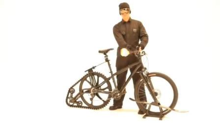 小伙打造的自行车,会喷火车座还会弹射,007看了都眼热