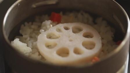 《韩国农村美食》米饭配上麦仁焖熟,配上莲藕片,爽口