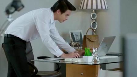 炽爱游戏:秘书上班看电脑直笑,总裁趁着她出去偷看她电脑,结果被抓个正着