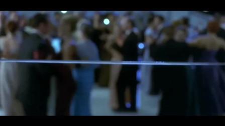 幽灵船:人们在甲板上跳舞,一根钢索飞过,所有人都被切成两半!