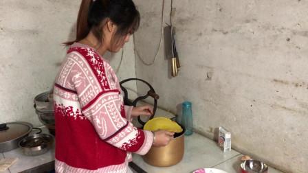 农村姑娘第一次学做蛋糕,看看她做的步骤对吗?能不能成功?
