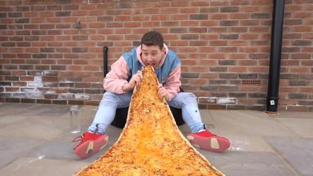 """小伙自制""""巨无霸披萨"""",吃起来什么感觉?尝了一口绝了!"""