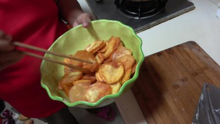 吃够了炒土豆丝不妨试试炸土豆片,清脆可口做法简单,比薯片好吃