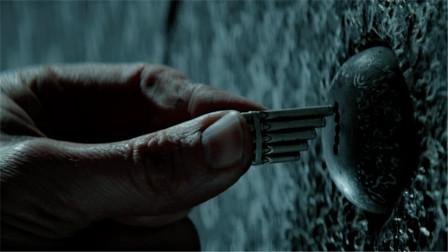 小男孩有一串项链,结果打开精灵世界的大门,一部奇幻电影!