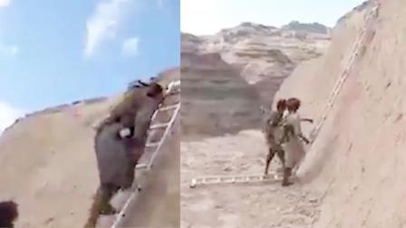 """胡赛上演""""教科书式""""偷袭:用梯子爬到敌方背后,举起AK一顿扫射"""