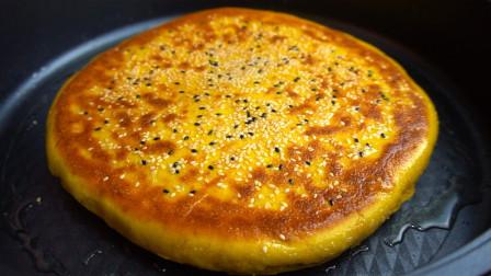 南瓜这样做成饼,不加一滴水,香甜宣软又分层,比发糕还好吃