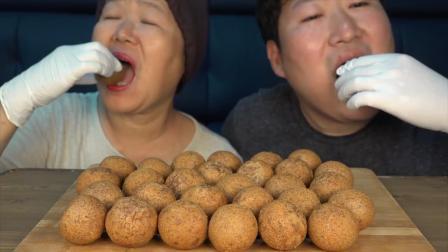韩国农村母子俩吃芝士球,自己动手做起来,也可以吃的这么嗨!